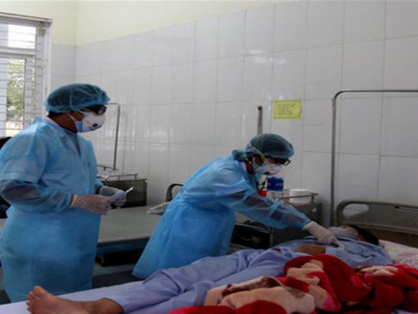 Lào Cai: Thêm 4 trường hợp âm tính với nCoV, tiếp nhận 46 người Việt Nam trở về từ Trung Quốc - Ảnh 1