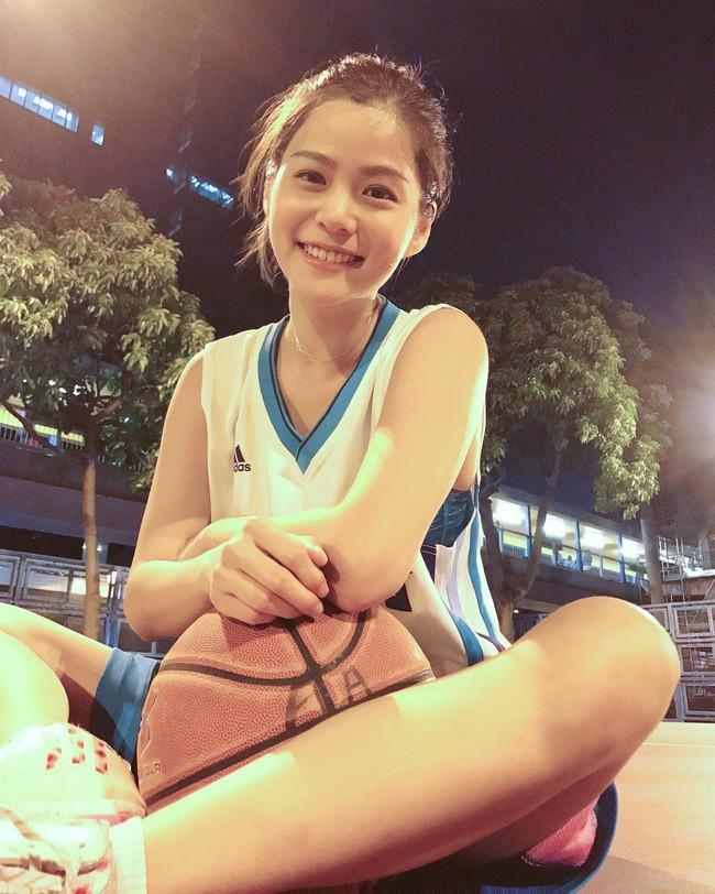 'Nữ thần bóng rổ' khiến hội anh em không thích thể thao vẫn phải ra sân - Ảnh 12