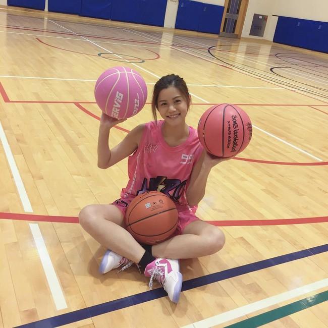 'Nữ thần bóng rổ' khiến hội anh em không thích thể thao vẫn phải ra sân - Ảnh 14