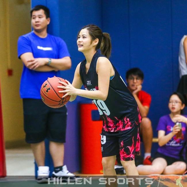 'Nữ thần bóng rổ' khiến hội anh em không thích thể thao vẫn phải ra sân - Ảnh 15