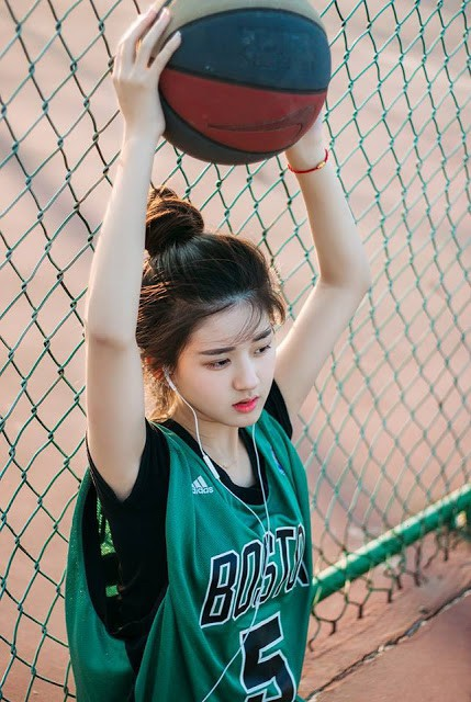 'Nữ thần bóng rổ' khiến hội anh em không thích thể thao vẫn phải ra sân - Ảnh 5