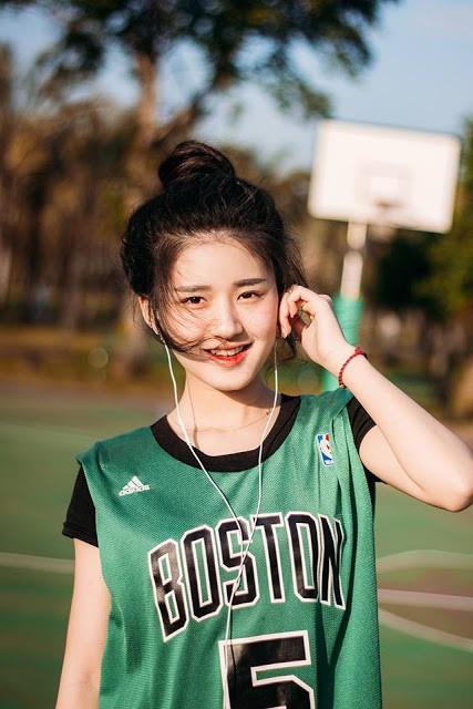 'Nữ thần bóng rổ' khiến hội anh em không thích thể thao vẫn phải ra sân - Ảnh 6