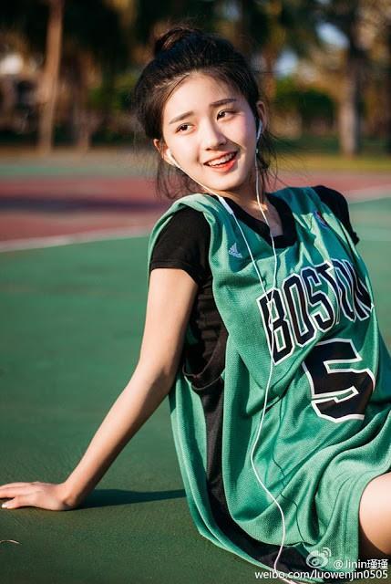 'Nữ thần bóng rổ' khiến hội anh em không thích thể thao vẫn phải ra sân - Ảnh 8
