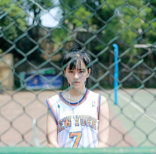 'Nữ thần bóng rổ' khiến hội anh em không thích thể thao vẫn phải ra sân - Ảnh 9