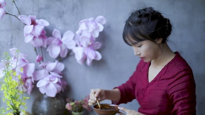 Không phải Lý Tử Thất, đây mới là vlogger nữ Trung Quốc có thu nhập cao nhất YouTube - Ảnh 2