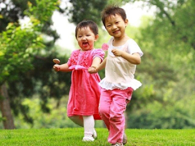 4 điều cha mẹ cần làm gấp khi tháng 5 đến để con chân dài, khỏe mạnh - Ảnh 1
