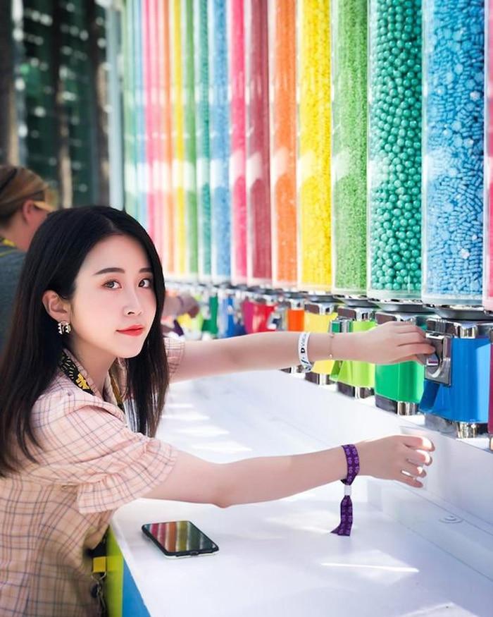 Không phải Lý Tử Thất, đây mới là vlogger nữ Trung Quốc có thu nhập cao nhất YouTube - Ảnh 4