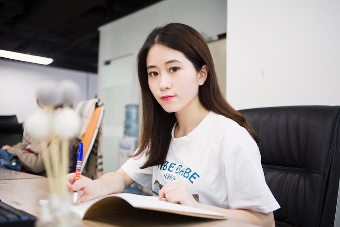 Không phải Lý Tử Thất, đây mới là vlogger nữ Trung Quốc có thu nhập cao nhất YouTube - Ảnh 1