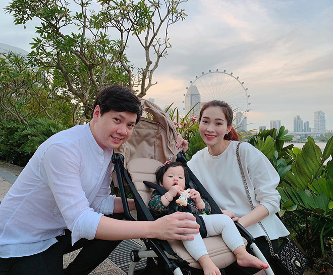 Ái nữ 2 tuổi nhà Đặng Thu Thảo gây sốt với khoảnh khắc mát-xa cho bố - Ảnh 8