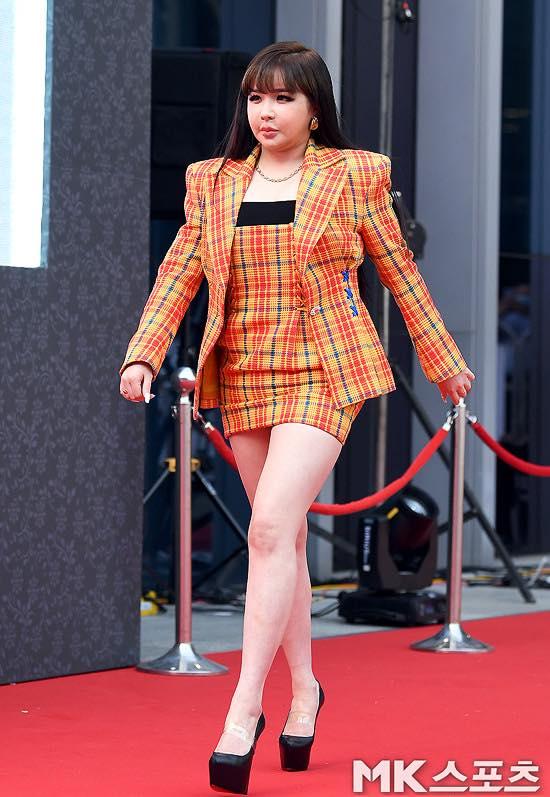 Từng là nhóm nhạc nữ huyền thoại, các thành viên 2NE1 hiện tại ra sao? - Ảnh 3