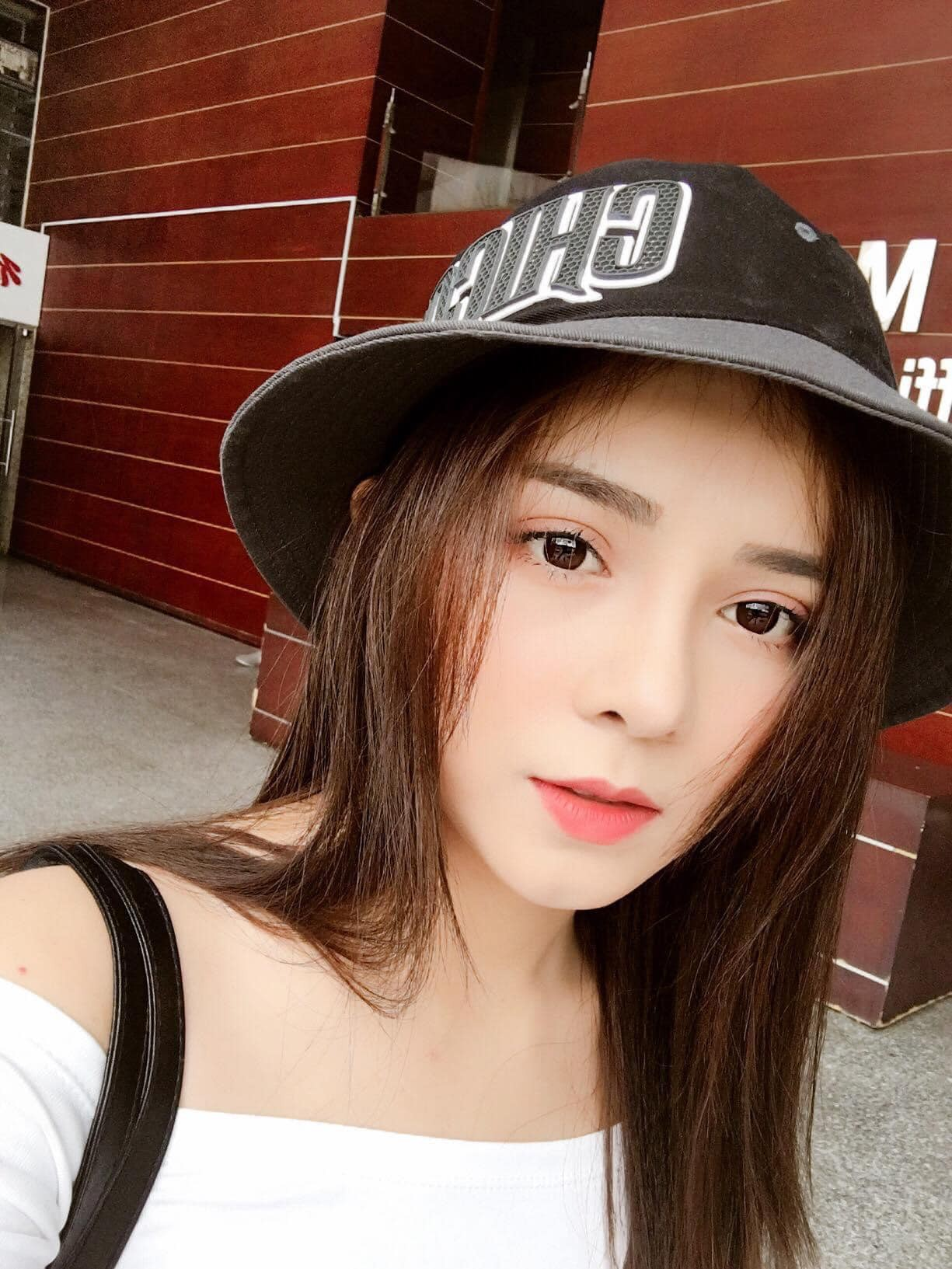 Bị nhầm là hot girl Trung Quốc, nữ MC Tây Ninh được 'săn đón' mọi ngả đường - Ảnh 4