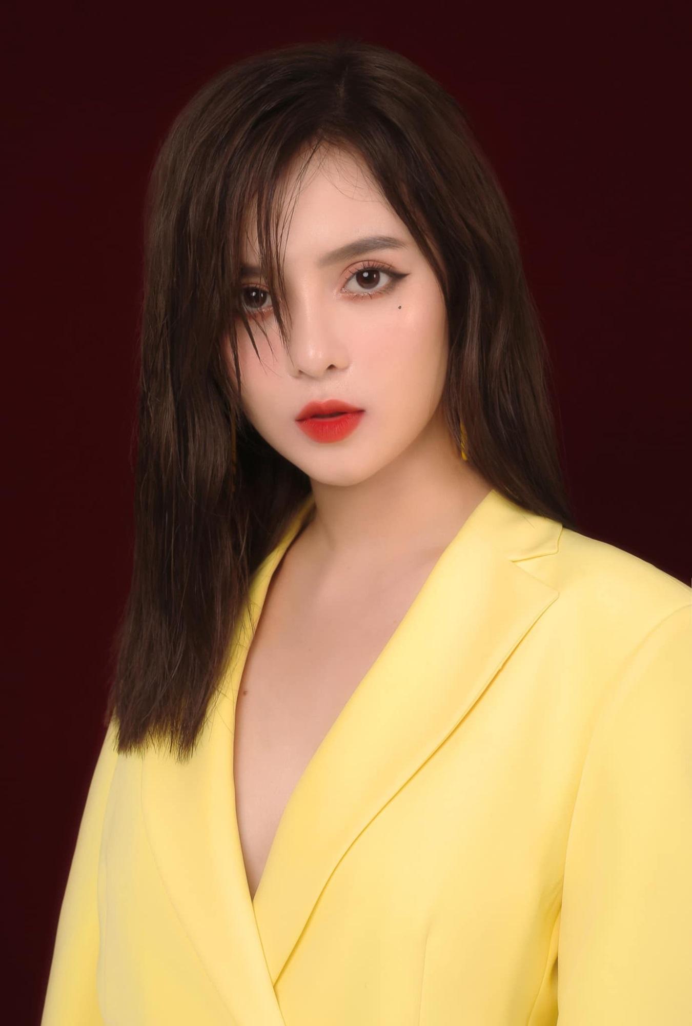 Bị nhầm là hot girl Trung Quốc, nữ MC Tây Ninh được 'săn đón' mọi ngả đường - Ảnh 8