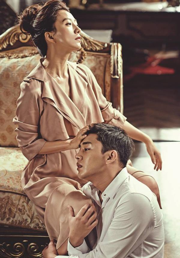 Bộ ảnh từng gây tranh cãi của Kim Hee Ae và sao nam kém 20 tuổi - Ảnh 5