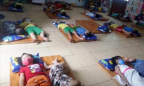 Nghệ An yêu cầu kiểm tra việc trẻ mầm non đeo khẩu trang khi ngủ - Ảnh 1