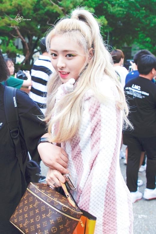 Yuna (ITZY): Nữ thần thế hệ mới có visual 'ngày càng đi xuống' - Ảnh 6