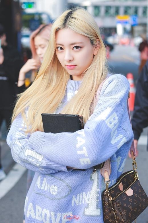 Yuna (ITZY): Nữ thần thế hệ mới có visual 'ngày càng đi xuống' - Ảnh 7
