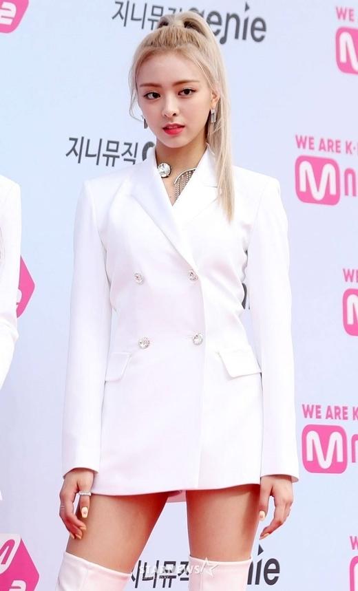 Yuna (ITZY): Nữ thần thế hệ mới có visual 'ngày càng đi xuống' - Ảnh 8