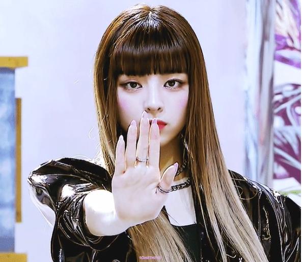 Yuna (ITZY): Nữ thần thế hệ mới có visual 'ngày càng đi xuống' - Ảnh 9