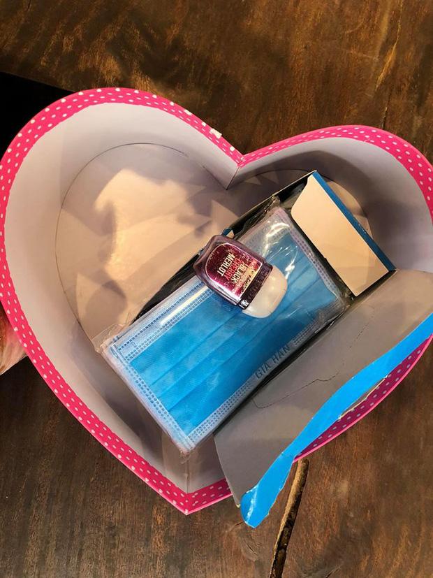 Món quà Valentine của Ưng Hoàng Phúc khiến fan 'ngã ngửa' nào ngờ lại vô cùng có ích - Ảnh 2