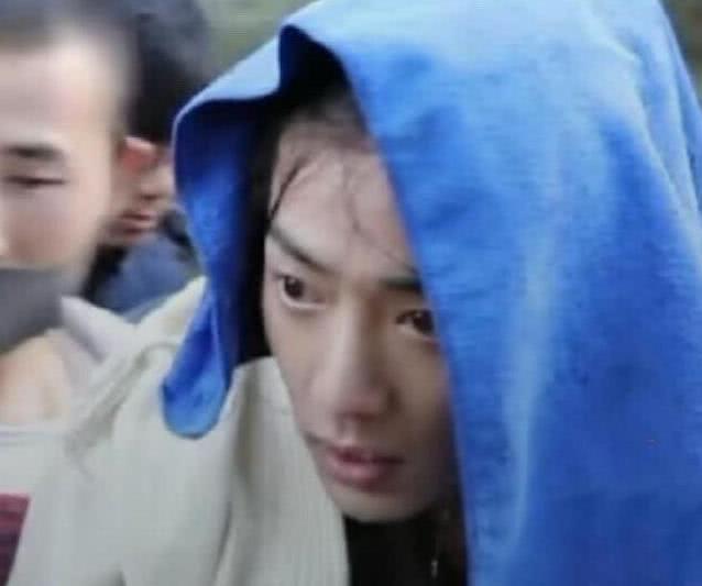 Vô tình lộ mặt mộc sau cảnh quay dưới mưa, nhan sắc thật của Tiêu Chiến khiến fan kinh ngạc - Ảnh 2