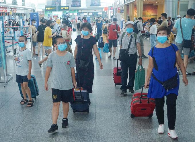Gần 1.700 người đăng ký rời Đà Nẵng - Ảnh 1