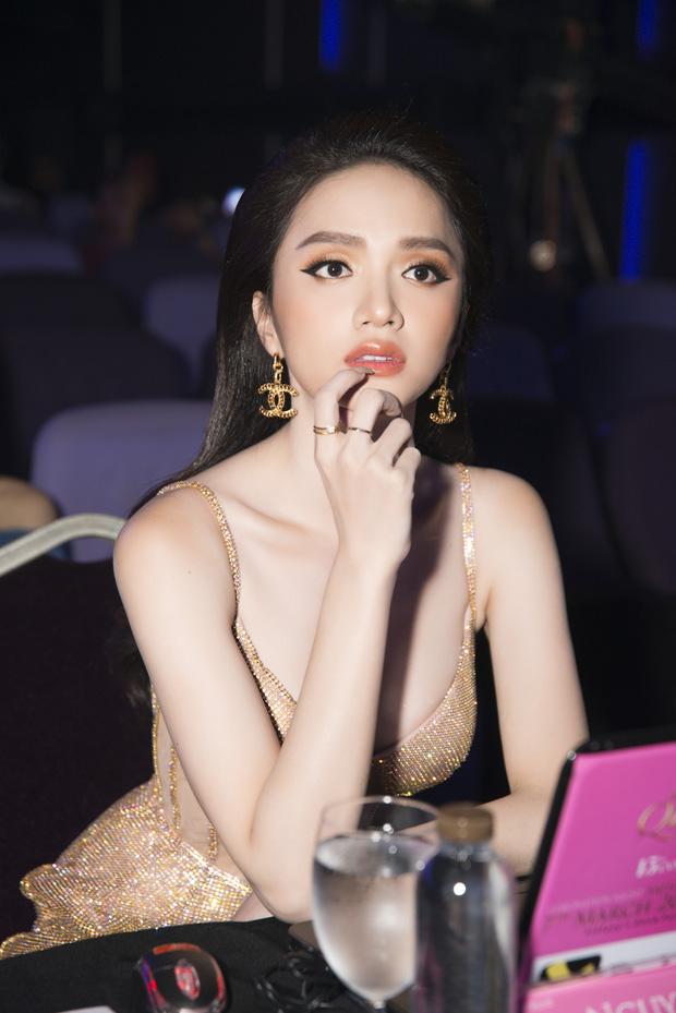 Hoa hậu Hương Giang lộ vòng 1 'bên phồng bên xẹp' và cả nội y thấp thoáng - Ảnh 5