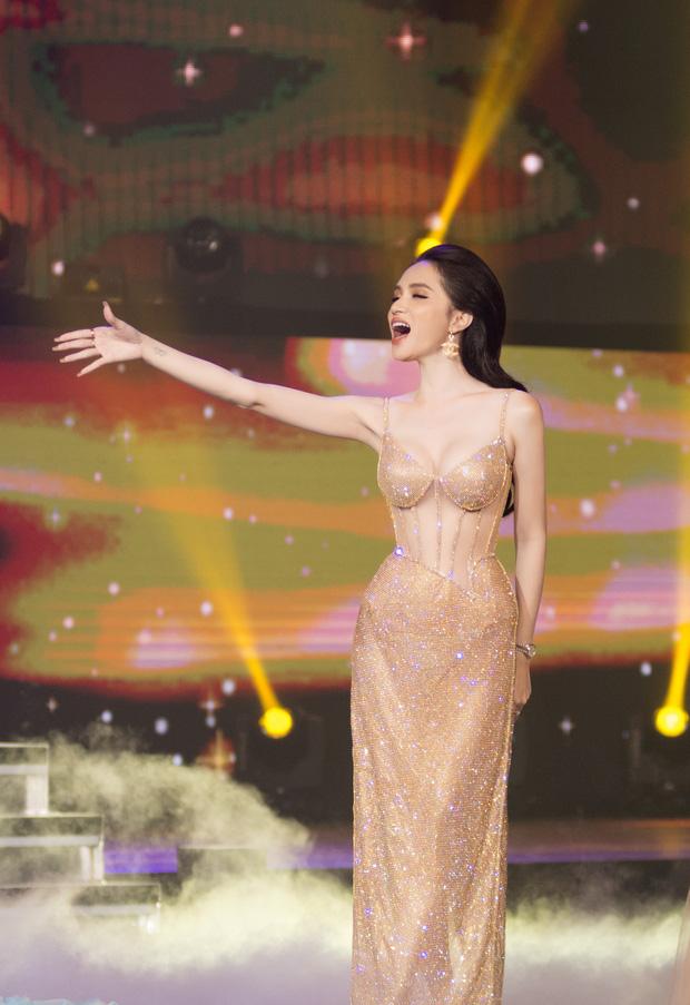 Hoa hậu Hương Giang lộ vòng 1 'bên phồng bên xẹp' và cả nội y thấp thoáng - Ảnh 7