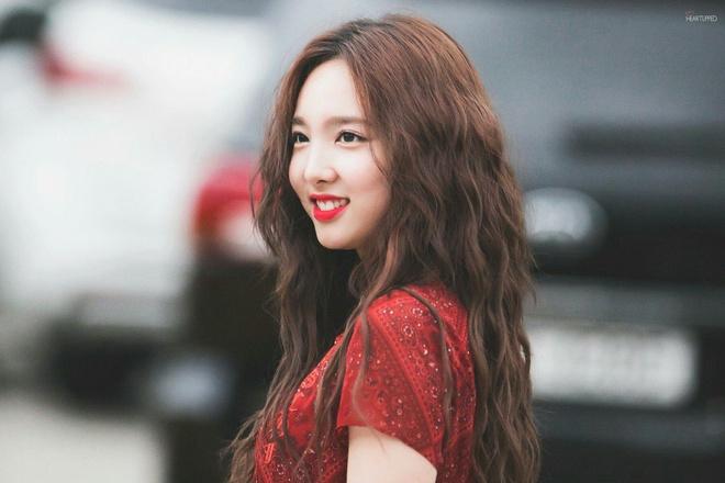 Lăng xê mái tóc xoăn xù mì kiểu bà thím, sao Hàn mới thực sự xinh đẹp? - Ảnh 5