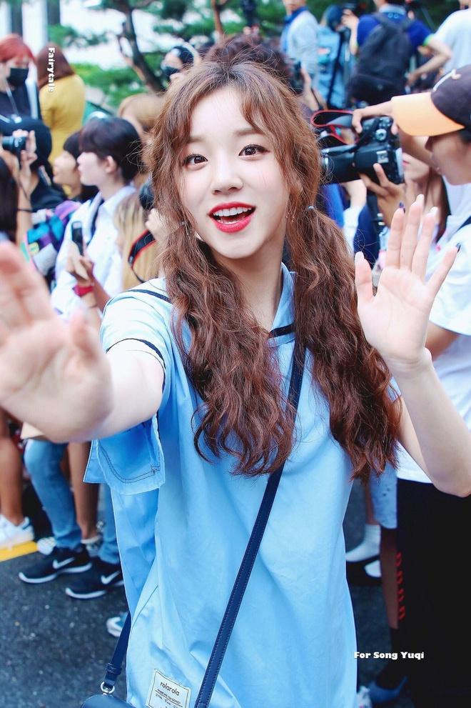Lăng xê mái tóc xoăn xù mì kiểu bà thím, sao Hàn mới thực sự xinh đẹp? - Ảnh 7
