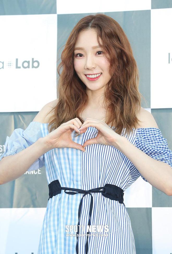 Lăng xê mái tóc xoăn xù mì kiểu bà thím, sao Hàn mới thực sự xinh đẹp? - Ảnh 8