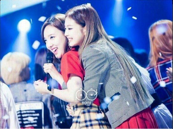 Tình bạn của 3 nhóm nhạc nữ nổi tiếng nhất Kpop: BLACKPINK, TWICE, Red Velvet có thực sự thân thiết như lời đồn? - Ảnh 9