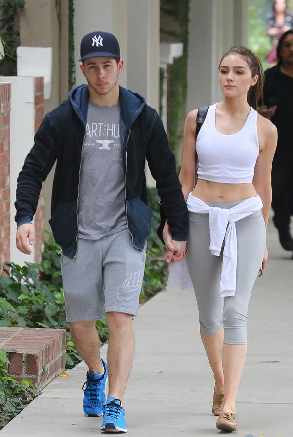 Khoảnh khắc đời thường của Nick Jonas và Olivia Culpo khi còn bên nhau. Nam ca sĩ Mỹ hiện đã kết hôn với Hoa hậu Thế giới Priyanka Chopra.