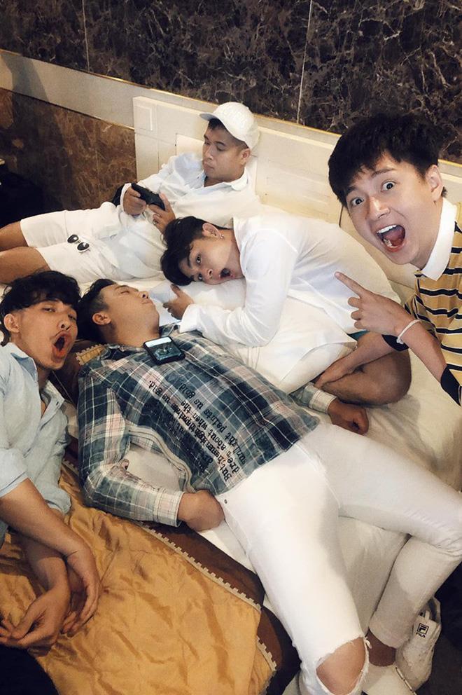 BB Trần 'dìm hàng' Trấn Thành bằng loạt ảnh ngủ xấu ở Running Man - Ảnh 6