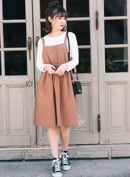 Cách 'biến' váy hai dây thành món đồ thanh lịch - Ảnh 10