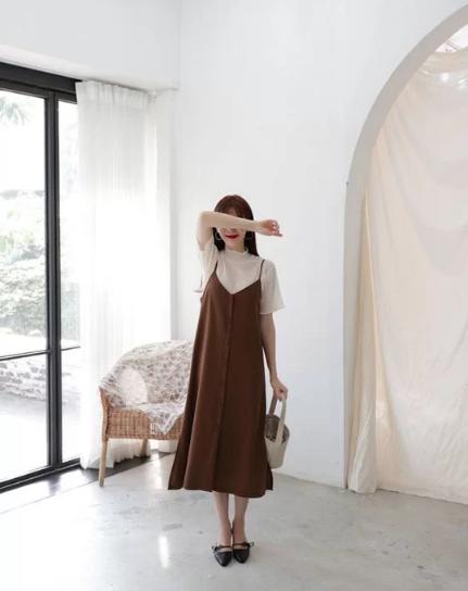 Cách 'biến' váy hai dây thành món đồ thanh lịch - Ảnh 5