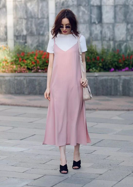 Cách 'biến' váy hai dây thành món đồ thanh lịch - Ảnh 9