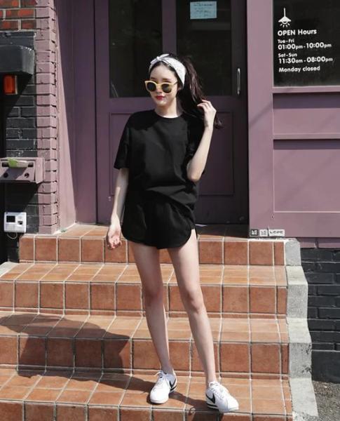 Cách tránh 'già trước tuổi' khi diện trang phục đen - Ảnh 3