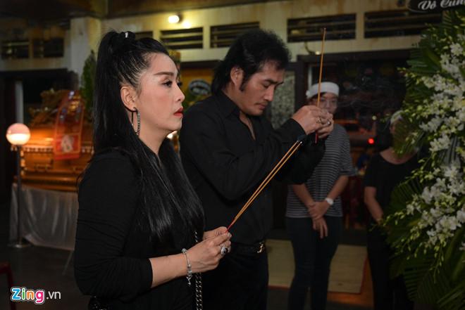 Chí Tài, Kiều Oanh và nhiều nghệ sĩ đến viếng biên đạo Hữu Trị - Ảnh 4