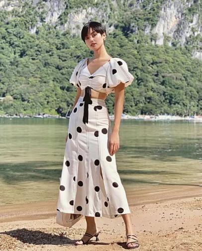 Chọn váy đi chơi lễ đúng mùa như sao Việt - Ảnh 7