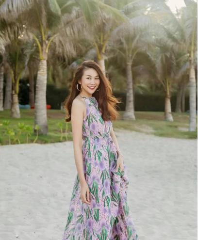 Chọn váy đi chơi lễ đúng mùa như sao Việt - Ảnh 9