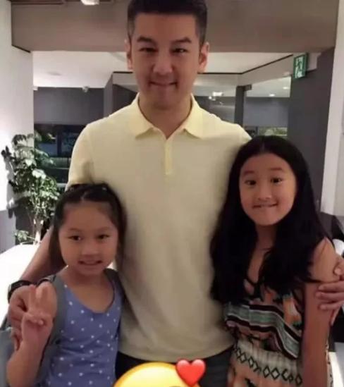 Con gái Giả Tịnh Văn lần đầu gọi cha dượng là 'bố' sau 6 năm - Ảnh 1