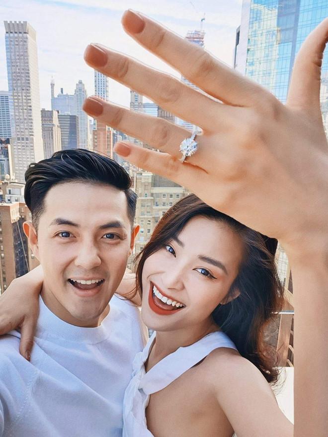 Đông Nhi khoe nhẫn kim cương, chuẩn bị kết hôn cùng Ông Cao Thắng - Ảnh 1