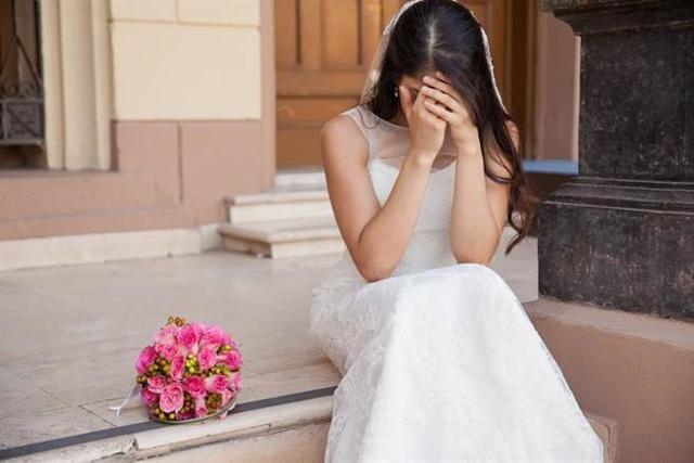 Gấp gáp, khổ sở như cưới chạy bầu