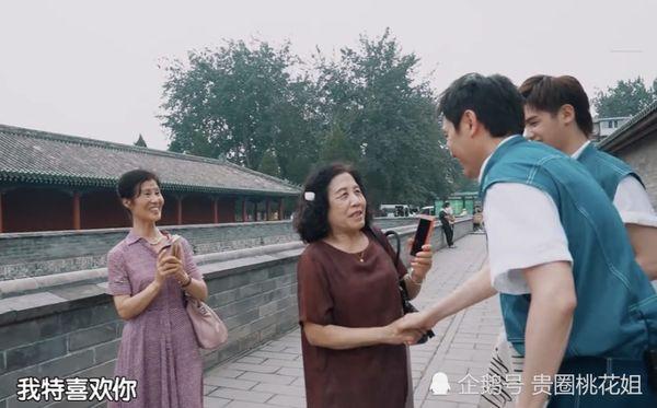 Gặp Phùng Thiệu Phong nhưng fan chỉ một mực nhớ về Triệu Lệ Dĩnh: 'Cô ấy có đến không?' - Ảnh 9