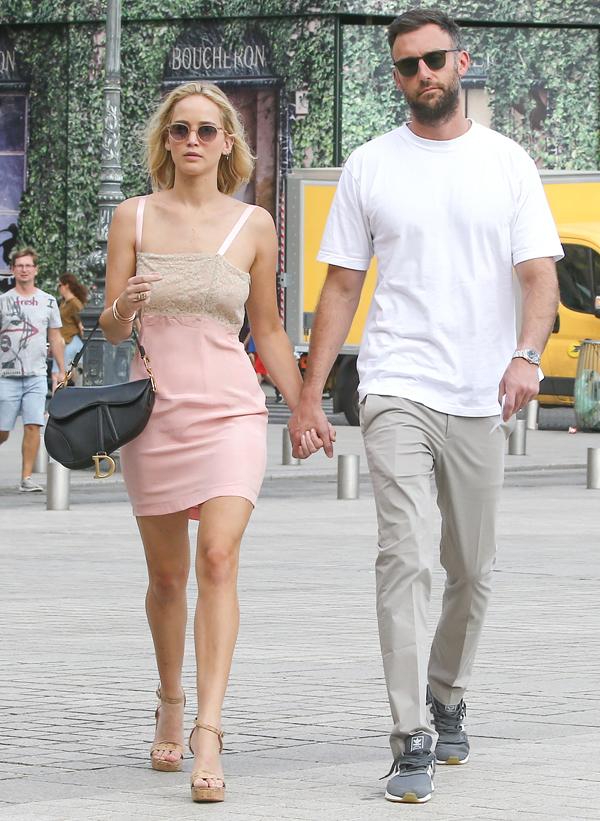 Jennifer Lawrence bật khóc khi không ai đến tiệc chia tay thời độc thân - Ảnh 1