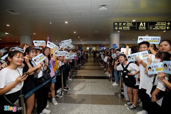 Ji Chang Wook cười vui vẻ, Super Junior kẹt giữa vòng vây của fan Việt - Ảnh 2