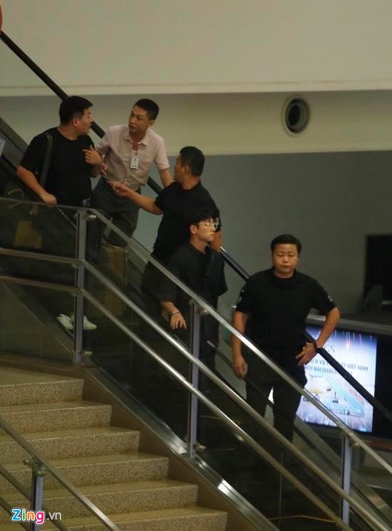 Ji Chang Wook cười vui vẻ, Super Junior kẹt giữa vòng vây của fan Việt - Ảnh 3