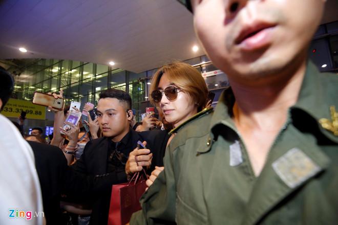 Ji Chang Wook cười vui vẻ, Super Junior kẹt giữa vòng vây của fan Việt - Ảnh 7