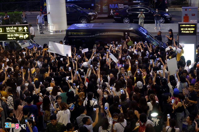 Ji Chang Wook cười vui vẻ, Super Junior kẹt giữa vòng vây của fan Việt - Ảnh 8
