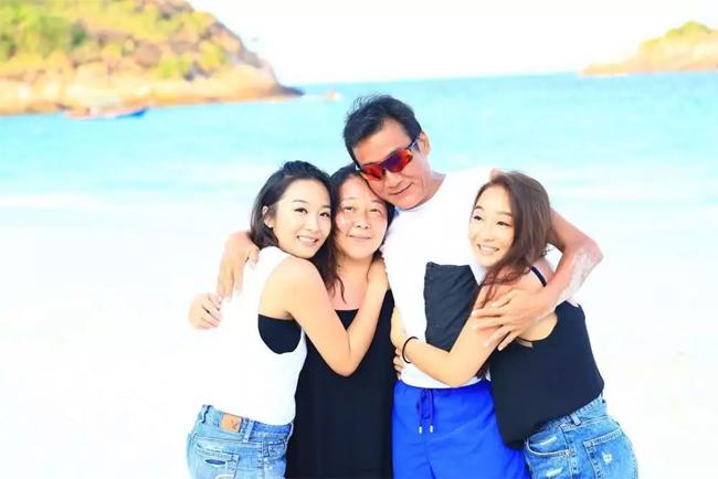 Lương Gia Huy và vợ 32 năm bên nhau vẫn như người tình - Ảnh 2